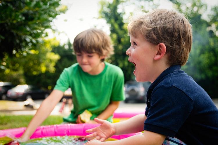 kinderen spelen smart start