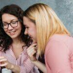vrouwen die praten